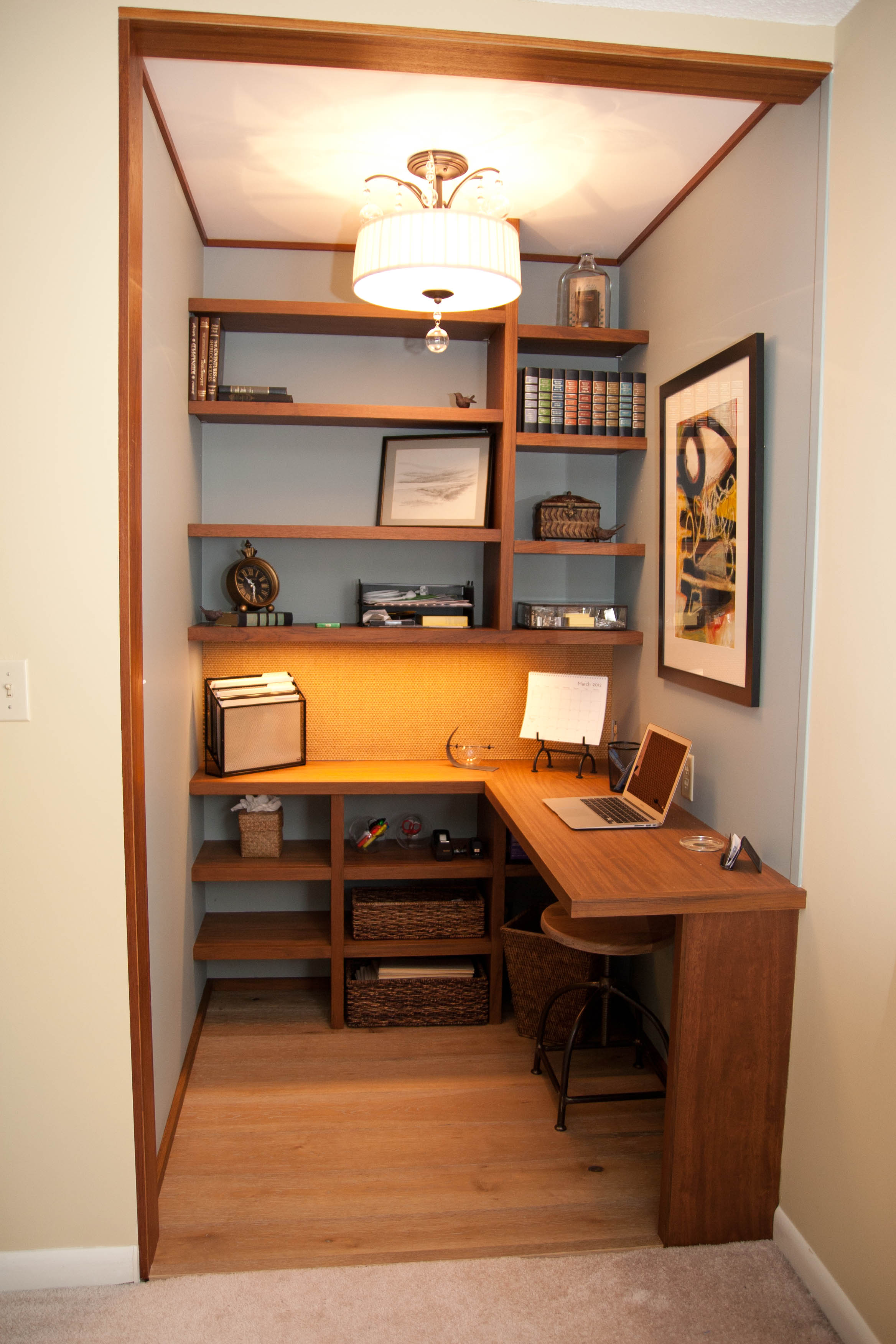 Janet Perry: Walk-in Closet to Home Office | 35 Main Organized Closet By Color